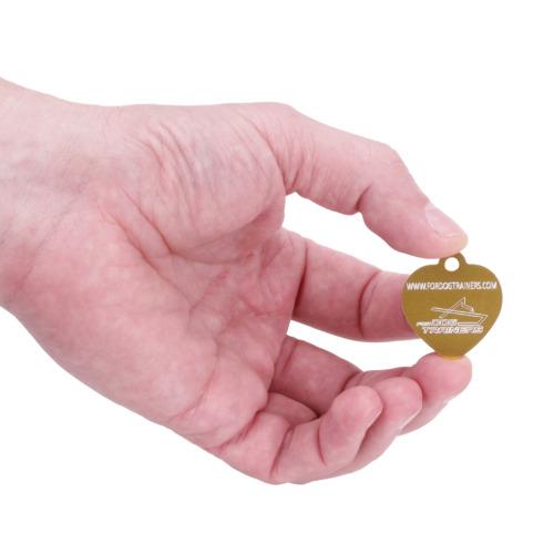 Medaglietta dorata con incisione per cane